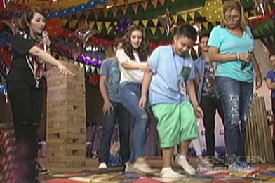 Kris, naglaro ng giant snakes and ladders